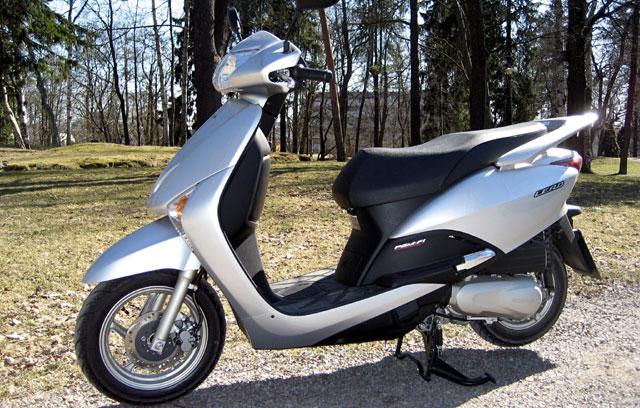 SEGREDO! Honda deverá lançar scooter automático no Brasil ...