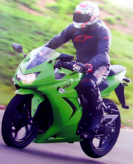 ninja freiando Comparativo CB 300R x Fazer 250 x Ninja 250 na pista