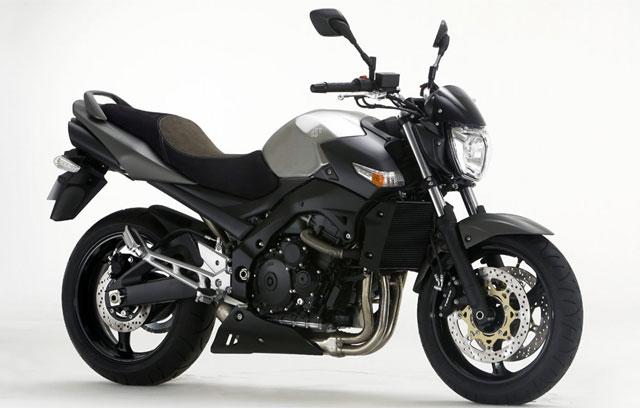 suzigsr600iron 1 640x408 Suzuki lança versão Iron da GSR 600